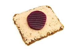Wątrobowa pasta i beetroot na żyto chlebie Zdjęcie Stock