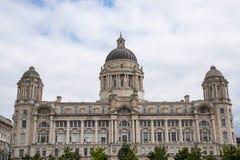 Wątrobowi ptaki na Wątrobowym budynku W Liverpool Anglia Obrazy Stock