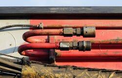 węże elastyczni i tubki hydrauliczny system od maszyny ciężkie - maszyna młotkować stosy w budowy drogowym złączu w M Obraz Royalty Free