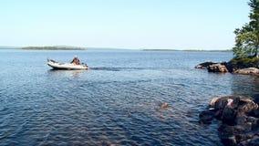 WĘDKARZ NA jeziorze zbiory