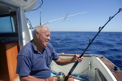 wędkarza duży łódkowatego połowu gemowy starszy sport zdjęcia royalty free