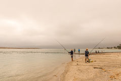 Wędkarzi przy zmierzchem przy Langebaan laguną Obraz Stock