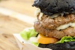 Węgiel drzewny babeczki kopii sera hamburger Obrazy Royalty Free
