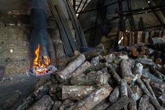 Węgiel drzewny fabryka obraz royalty free