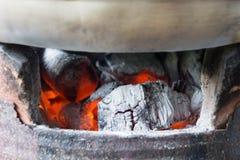 Węgiel drzewny kuchenka, piec, węgiel drzewny, upał od węgla drzewnego dla cookin Obraz Stock