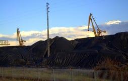 Węgiel usypuje Termoelektrycznej elektrowni Obraz Stock