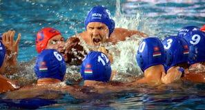 Węgierski waterpolo drużyny krzyk ich hasło przy początkiem Zdjęcia Royalty Free