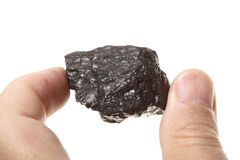 Węglowa gomółka węgla bryłka w męskiej ręce odizolowywającej Fotografia Royalty Free