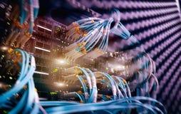 Włókno Okulistycznego włącznika interfejs Włókna Korytkowy swich Przecina komputer w stojaku przy wielkim dane centrum zdjęcie stock