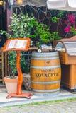 Właściciele restauracje i kawiarnie wabiją klientów z pięknym wnętrzem Obraz Stock