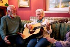 Właśnie jeden dobra melodia na gitarze obrazy royalty free