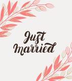 Właśnie zamężny ręki literowanie z gałąź tłem dla ślubnych kart Fotografia Royalty Free