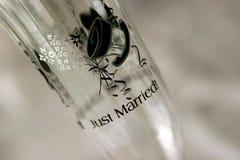 Właśnie zamężny wina szkło z projekta odgórnym kapeluszem Zdjęcia Royalty Free