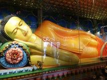 Władyki Buddha statua W Sri Lanka fotografia royalty free