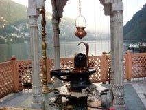 Władyki Shiva świątynia przy Naini jeziorem fotografia stock