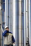 Benzynowy pracownik i rurociąg Zdjęcie Stock