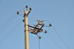 Władzy elektryczny rozłączenie przy filarem fotografia royalty free