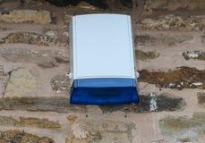 Włamywacza alarma dzwonnika dzwonu zewnętrznie pudełko z błękitnym rozblaskowym światłem Zdjęcia Royalty Free
