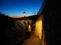 Włoch bergamo Antyczni kamienni schodki które prowadzą od niskiego miasta stary jeden podczas wieczór obrazy stock