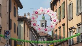 Włoch bergamo Festiwal okręg Borgo Palazzo Szybko się zwiększać który barwi ulicę zdjęcie royalty free