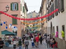 Włoch bergamo Festiwal okręg Borgo Palazzo Szybko się zwiększać który barwi ulicę zdjęcie stock