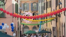 Włoch bergamo Festiwal okręg Borgo Palazzo Szybko się zwiększać który barwi ulicę obrazy stock