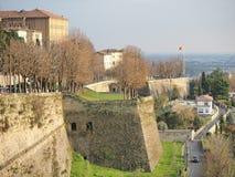 Włoch bergamo Krajobraz przy antycznymi ścianami stary miasto wierzchu miasteczko zdjęcia stock