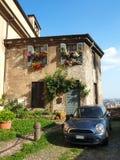 Włoch bergamo Kwiecista fasada dom w średniowiecznym starym miasteczku zdjęcia stock