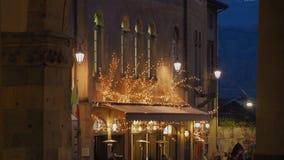 Włoch bergamo starego miasta Bary przy głównym placem podczas Bożenarodzeniowego czasu i restauracje zdjęcie stock