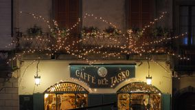 Włoch bergamo starego miasta Bary przy głównym placem podczas Bożenarodzeniowego czasu i restauracje zdjęcia stock