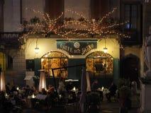 Włoch bergamo starego miasta Bary przy głównym placem podczas Bożenarodzeniowego czasu i restauracje obraz stock