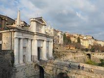 Włoch bergamo starego miasta Krajobraz przy antyczną bramą Porta San Giacomo i Weneckie ściany obrazy royalty free