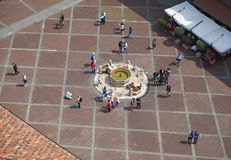Włoch bergamo starego miasta Krajobraz przy Contarini fontanną lokalizować przy starym głównym placem zdjęcia stock