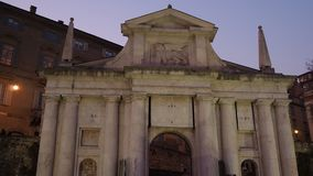 Włoch bergamo starego miasta Zmierzch przy Świątobliwą Giacomo antyczną drzwiową częścią Wenecka ściana zbiory
