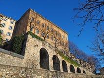 Włoch bergamo Stary miasto Jeden piękny miasto w Włochy Starzy i dziejowi budynki przy górnym miasteczkiem obraz stock