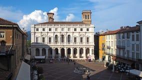 Włoch bergamo Stary miasto Krajobraz na starym głównego placu piazza Vecchia i bibliotece publicznej Angelo Mai zdjęcia royalty free