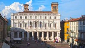 Włoch bergamo Stary miasto Krajobraz na starym głównego placu piazza Vecchia i bibliotece publicznej Angelo Mai fotografia stock