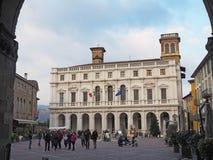 Włoch bergamo Stary miasto Krajobraz od loggii stary główny plac i biblioteka publiczna zdjęcia royalty free