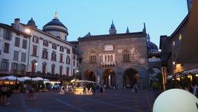 Włoch bergamo Stary miasto Krajobraz przy starym głównym placem antyczna administracja Lokuje i Contarini fontanna obrazy royalty free