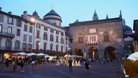 Włoch bergamo Stary miasto Krajobraz przy starym głównym placem antyczna administracja Lokuje i Contarini fontanna zdjęcia stock