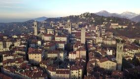 Włoch bergamo Trutnia widok z lotu ptaka stary miasteczko Krajobraz przy centrum miasta i swój dziejowi budynki podczas zima czas zbiory