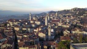 Włoch bergamo Trutnia widok z lotu ptaka stary miasteczko Krajobraz przy centrum miasta i swój dziejowymi budynkami zbiory