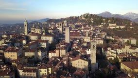 Włoch bergamo Trutnia widok z lotu ptaka stary miasteczko Krajobraz przy centrum miasta i swój dziejowymi budynkami zdjęcie wideo