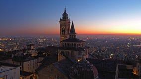 Włoch bergamo Widok z lotu ptaka bazylika Santa Maria Maggiore Colleoni podczas zmierzchu i kaplica obrazy stock