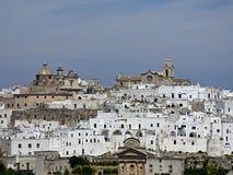 Włochy, Apulia, Brindisi, Ostuni biały miasto Salento obrazy stock
