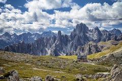 WŁOCHY, dolomity schronienie w dolomit górach - WRZESIEŃ 22, 2014 - Zdjęcie Stock