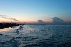 Włochy emilia Rimini Zmierzch na morzu na błękit menchii nieba tle, horyzontalny widok Zdjęcie Royalty Free