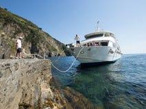 Włochy 2017 Ferryboat Zbliża się dok Zdjęcia Royalty Free