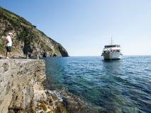 Włochy 2017 Ferryboat Zbliża się dok Fotografia Stock