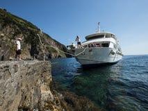Włochy 2017 Ferryboat Zbliża się dok Zdjęcie Royalty Free